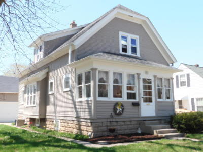 Ozaukee County Two Family Home Active Contingent With Offer: 1033-1035 9th Ave