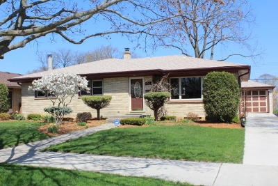 Racine Single Family Home Active Contingent With Offer: 2509 Illinois St