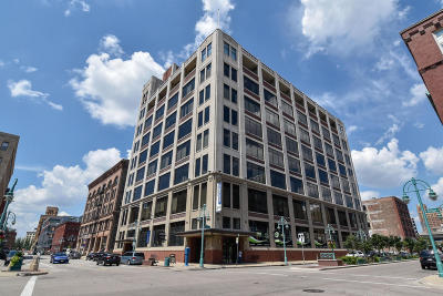 Milwaukee Condo/Townhouse Active Contingent With Offer: 320 E Buffalo St #811