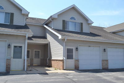 Greenfield Condo/Townhouse Active Contingent With Offer: 3918 S 92nd St