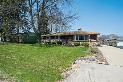 Racine Single Family Home Active Contingent With Offer: 5634 Bradford Ave