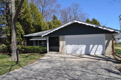New Berlin Single Family Home Active Contingent With Offer: 1628 S Calhoun Rd