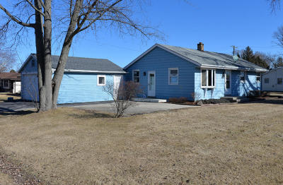 Racine Single Family Home Active Contingent With Offer: 3326 Elderberry Rd