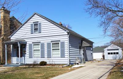 Whitefish Bay Single Family Home Active Contingent With Offer: 1018 E Courtland Pl
