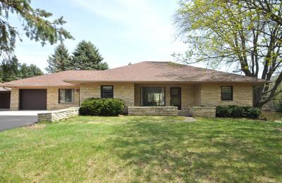 Slinger Single Family Home Active Contingent With Offer: 224 Kettle Moraine N Dr