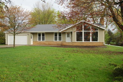 Hales Corners Single Family Home Active Contingent With Offer: 10543 Parklane Ct