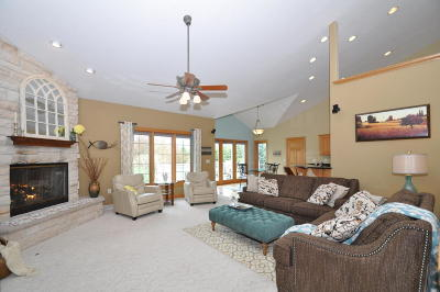 Hartland Single Family Home Active Contingent With Offer: 206 Kestrel Way