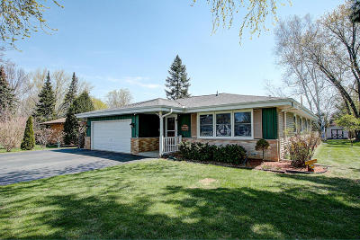 Muskego Single Family Home Active Contingent With Offer: W171s7152 Lannon Dr