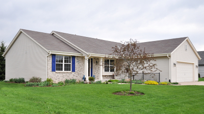 Waukesha Single Family Home Active Contingent With Offer: 4046 Stillwater Cir