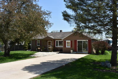 Muskego Single Family Home Active Contingent With Offer: W143s6932 Belmont Dr
