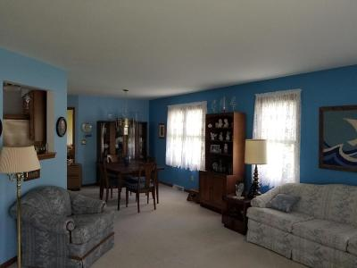 Waterford Single Family Home Active Contingent With Offer: 516 Fairview Cirlcle
