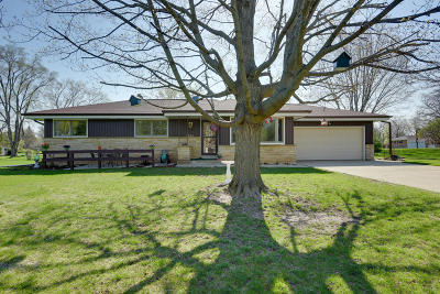 New Berlin Single Family Home For Sale: 2850 S 128th. St.