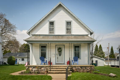Ozaukee County Single Family Home Active Contingent With Offer: 518 W Foster St