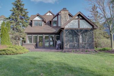 Hartland Single Family Home For Sale: 3227 Sylvester Dr