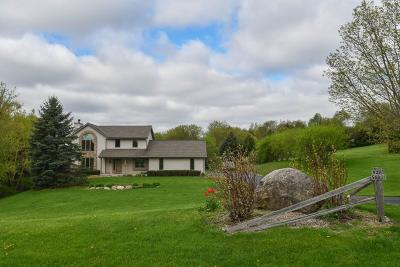 Mukwonago Single Family Home Active Contingent With Offer: W293s6835 Valley Woods Pass