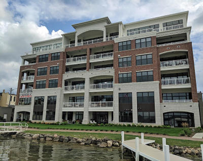 Oconomowoc Condo/Townhouse For Sale: 128 W Wisconsin Ave #101