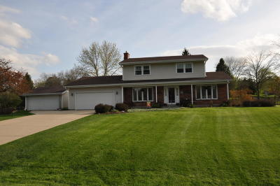 Mukwonago Single Family Home Active Contingent With Offer: W308s7935 Avon Dr