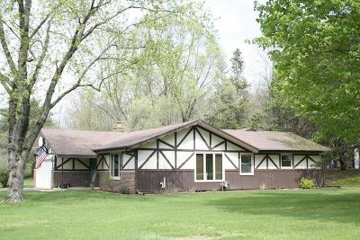 Nashotah Single Family Home Active Contingent With Offer: W335n5298 Wedgewood Dr