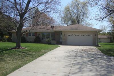Pleasant Prairie WI Single Family Home Active Contingent With Offer: $239,900