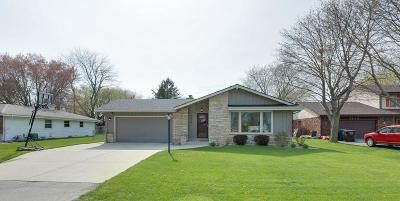 Racine Single Family Home Active Contingent With Offer: 5412 Langdale Dr