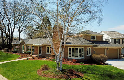 Whitefish Bay Single Family Home For Sale: 4515 N Lake Dr