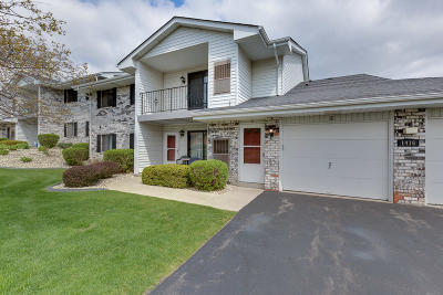 Kenosha Condo/Townhouse Active Contingent With Offer: 1416 30th Ave #1E