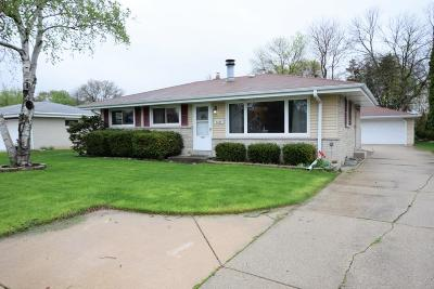 Greenfield WI Single Family Home Active Contingent With Offer: $185,000