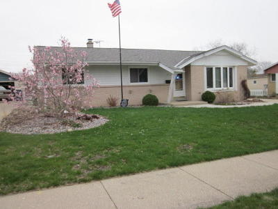 Milwaukee Single Family Home For Sale: 3274 S 90th St