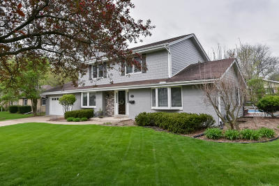 West Bend Single Family Home For Sale: 777 Pine Dr