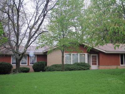 Waukesha Single Family Home Active Contingent With Offer: W279n1079 Woodridge Ln