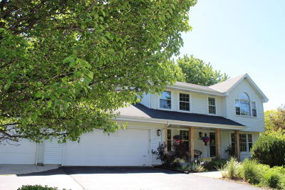 Muskego Single Family Home For Sale: W164s7696 Bay Ln