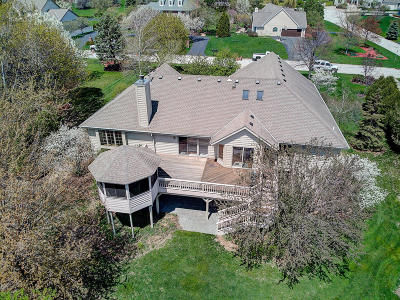 Brookfield Single Family Home Active Contingent With Offer: 19425 Whitehall Dr