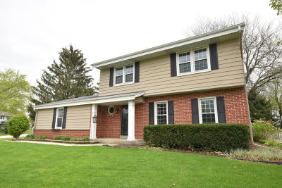 Brookfield Single Family Home For Sale: 21995 King Arthurs Ct