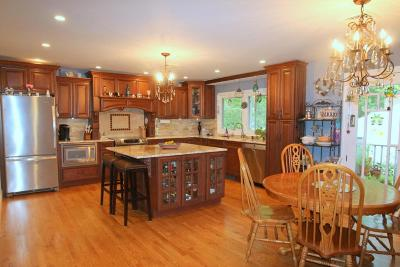 Brookfield Single Family Home For Sale: 14860 Mount Vernon Ave