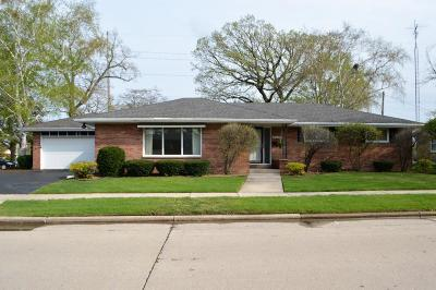 Kenosha Single Family Home Active Contingent With Offer: 4405 Harrison Rd