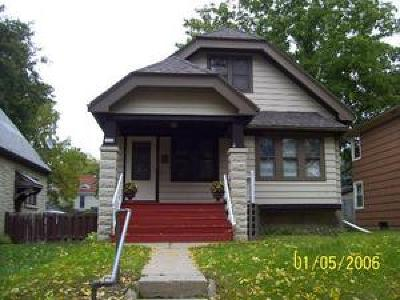 Milwaukee Single Family Home For Sale: 3244 N 52nd St