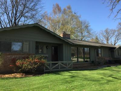 Waukesha WI Single Family Home For Sale: $289,000