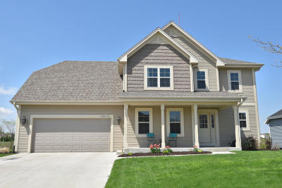 Jackson Single Family Home Active Contingent With Offer: W195n17253 English Oaks Dr