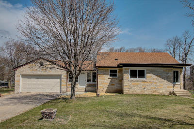 Menomonee Falls Single Family Home Active Contingent With Offer: N69w13084 Harding Dr