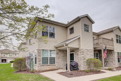Pewaukee Condo/Townhouse Active Contingent With Offer: N16w26443 Meadowgrass Cir #F
