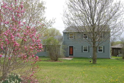 Pewaukee Single Family Home Active Contingent With Offer: N47w27044 Greenhill Dr