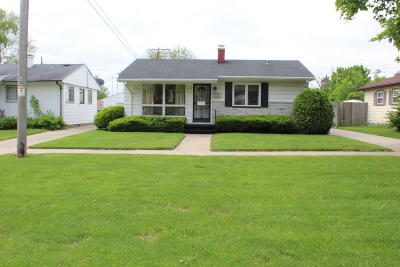 Kenosha Single Family Home Active Contingent With Offer: 4315 58th St