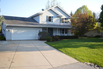 Slinger Single Family Home Active Contingent With Offer: 5595 Hilldale Dr