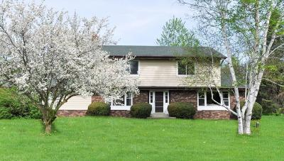 Waukesha Single Family Home Active Contingent With Offer: W237s6735 Fernwood Dr