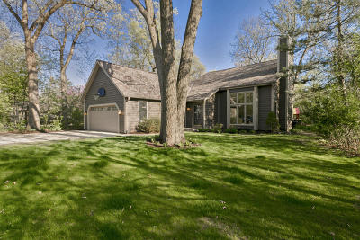 Delafield Single Family Home Active Contingent With Offer: 1298 Wilderness Trl