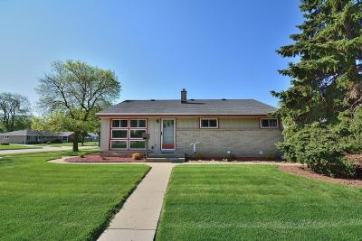 West Allis Single Family Home For Sale: 9905 W Montana Ave
