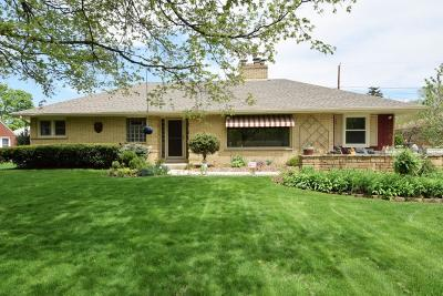 West Allis Single Family Home For Sale: 7616 W Honey Creek Pkwy