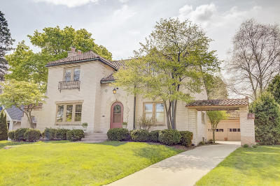 Wauwatosa WI Single Family Home For Sale: $424,900