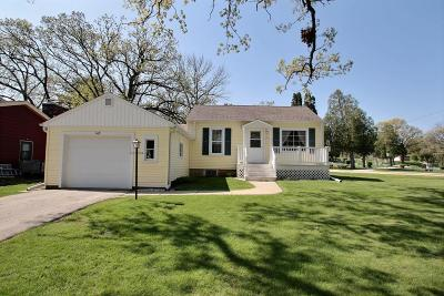 Pewaukee Single Family Home Active Contingent With Offer: 116 Lookout Dr