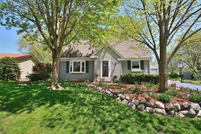 Waukesha Single Family Home Active Contingent With Offer: 1863 Davis Ln